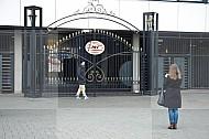 Vrouw foto Ingang PSV stadion